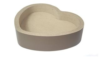 China Heart Shaped Cardboard Cat Scratcher Lounge Recyclable Premium Corrugated Paper supplier